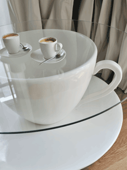 coffee table cup in hotel maison moschino2