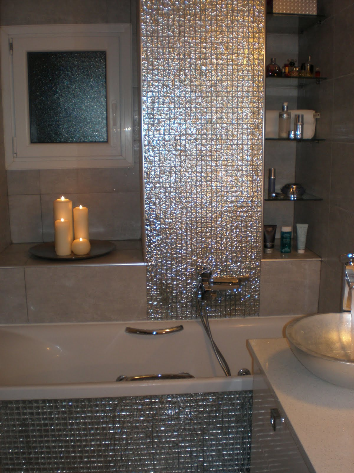 Mosaic bathrooms decoholic for Mosaic bathroom designs