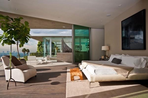 Blue Jay Way 10 1 750x500 Impressive Contemporary Home in LA Built Around a Spectacular Central Pool