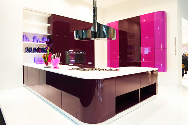 dark phuchsia gloss kitchen