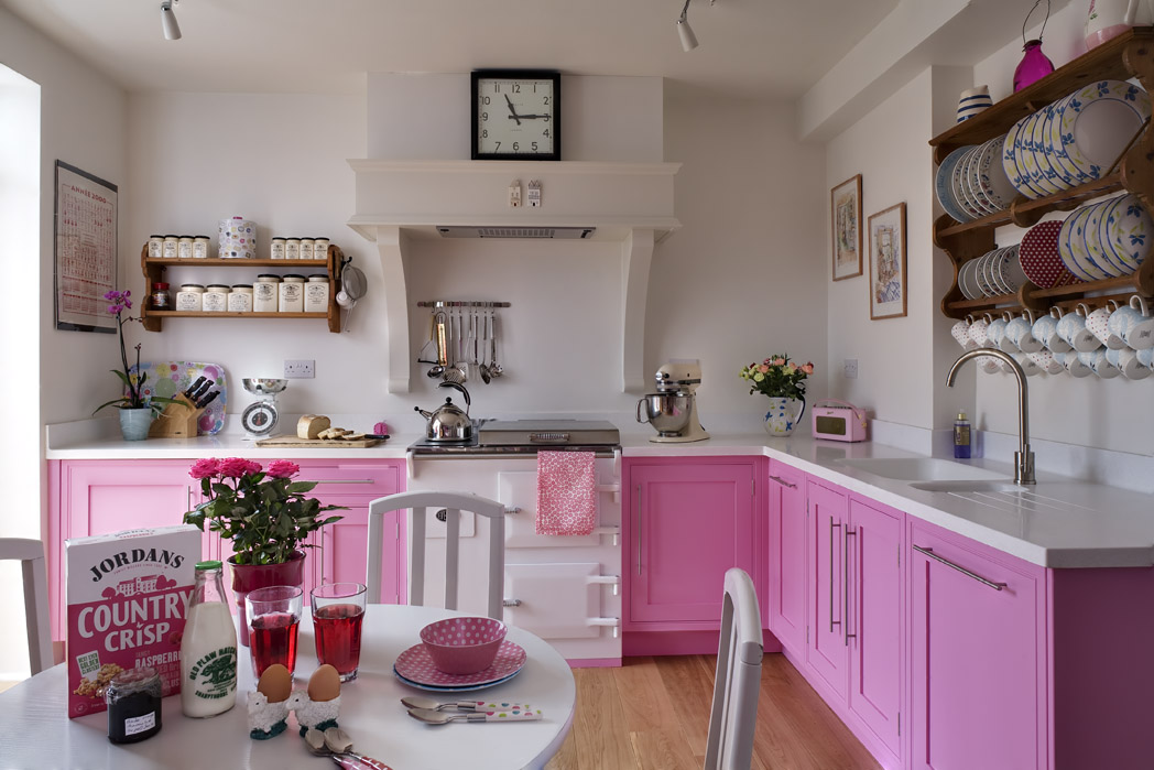 Pink kitchens for Kitchen decoration pink