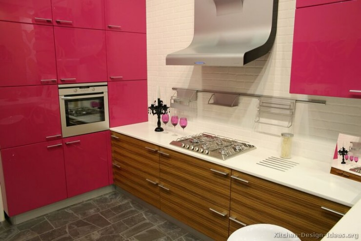 wood and fuchsia kitchen design