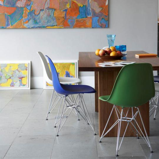 Colorful dining room with multicolored chairs for Colorful dining chairs