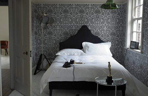 25 Awesome Small Bedroom Decorating Ideas-Designs on Very Small Bedroom Ideas  id=70298