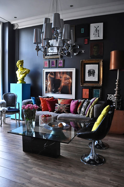 modern living room with black wall and colorful decor