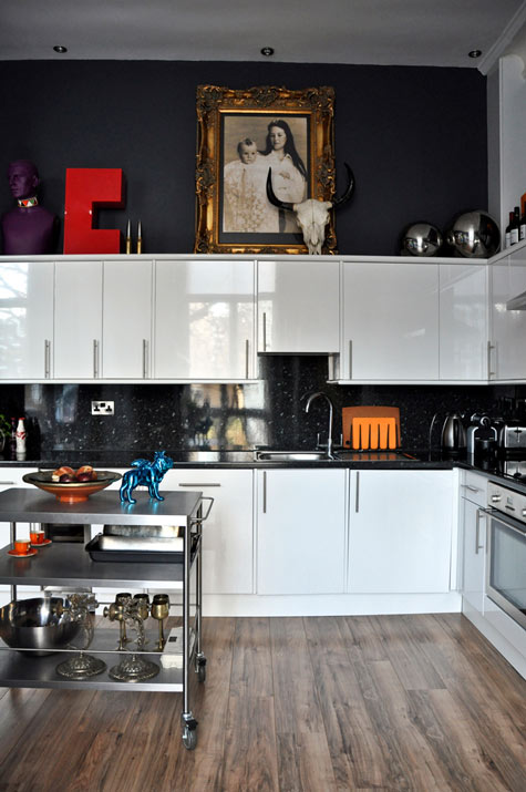 Jimmie Martin's and Rick Schultz's Apartment in London 5