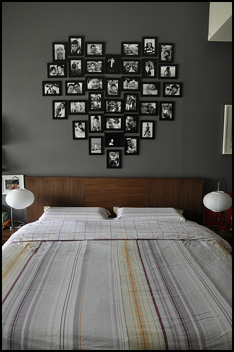 Bedroom Wall Decorating With Photo Frames
