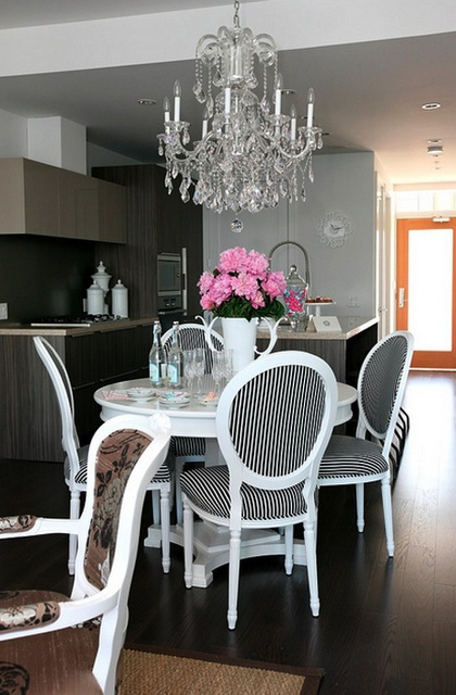 Crystal Chandelier In The Kitchen Decoholic - Crystal chandelier in kitchen