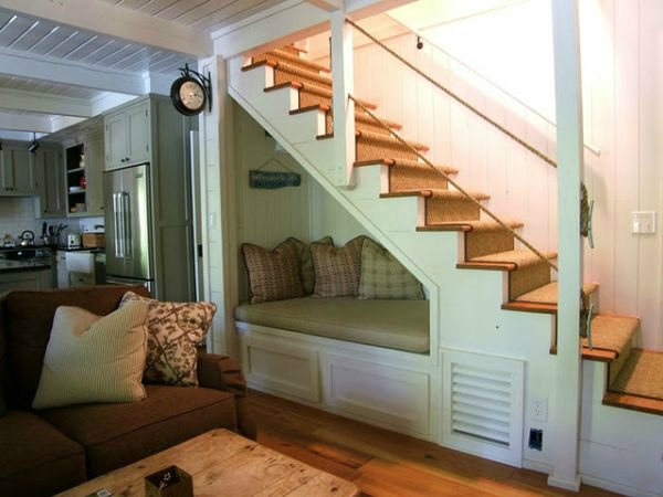 Tips for the space under the stairs decoholic for Escaleras de cemento para interiores