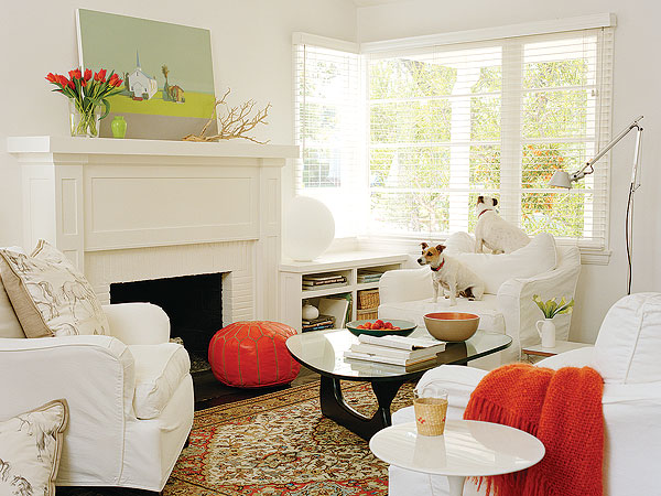 white with orange toch living room design idea
