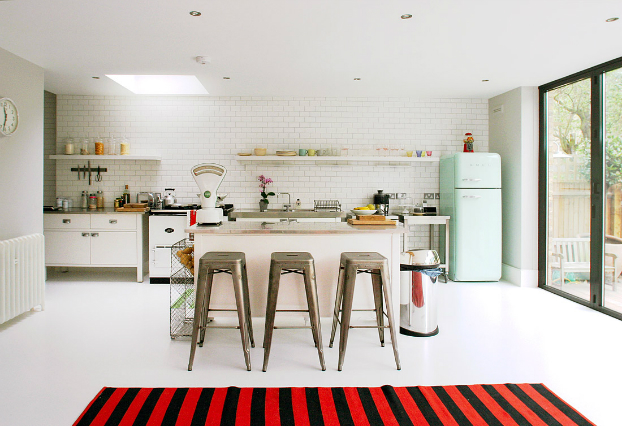 Kitchens with 50s style smeg fridge decoholic - Decoracion vintage cocina ...