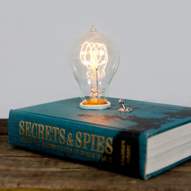 Cool Book Makes an Amazing Lamp