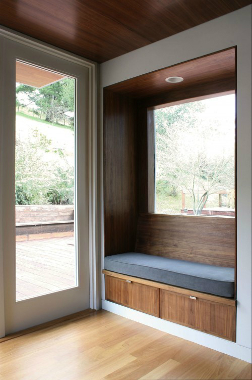 Ideas for a Sitting Bench Under a Window 7