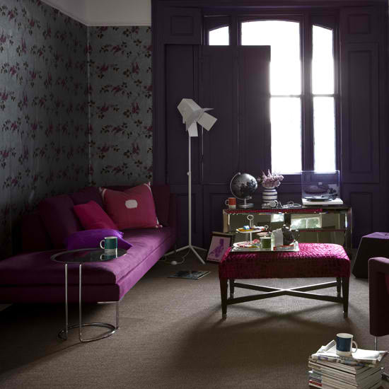 20 purple living rooms decoholic for Dark purple living room ideas