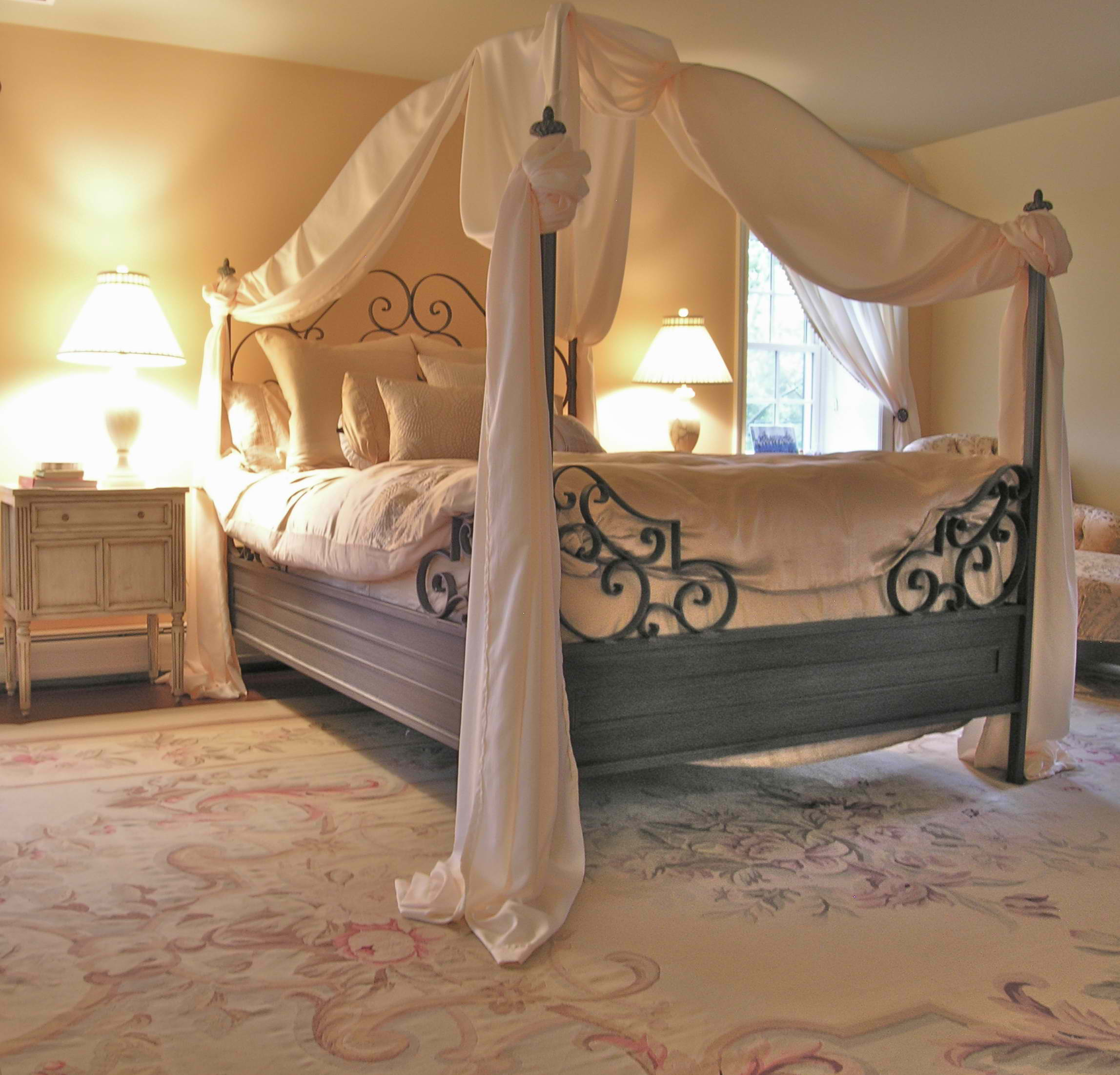 20 romantic bedroom ideas decoholic for Beautiful bed designs