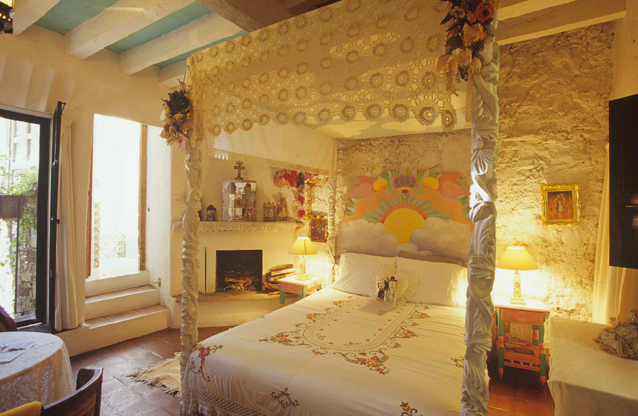 20 romantic bedroom ideas decoholic for Romantic master bedroom designs