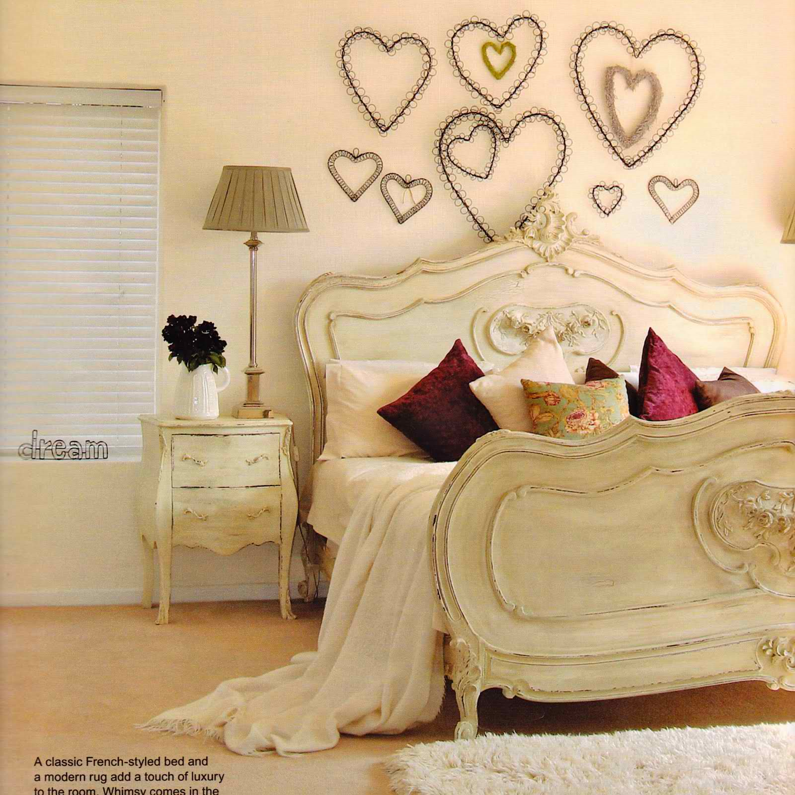 20 romantic bedroom ideas decoholic for Deco murale shabby chic