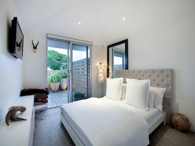contemporary bedroom House by John Matyas