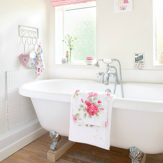 white romantic  Floral Bathrom Design Ideas
