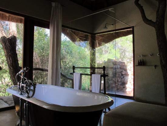artful bathroom 4 interior design ideas