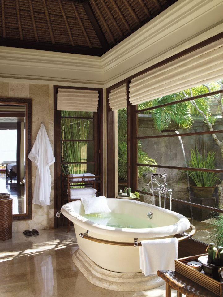 spectacular luxury Four Seasons bathrooms 13