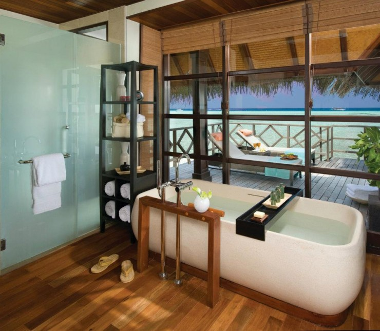 spectacular luxury Four Seasons bathrooms 16