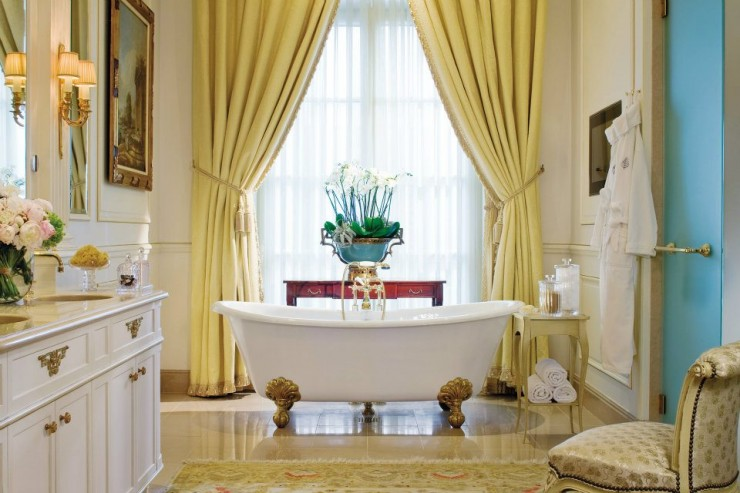 spectacular luxury Four Seasons bathrooms 6