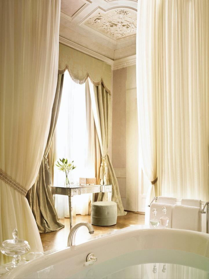 spectacular luxury Four Seasons bathrooms 9