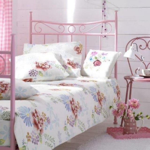 Vintage Bedrooms Inspiring Ideas