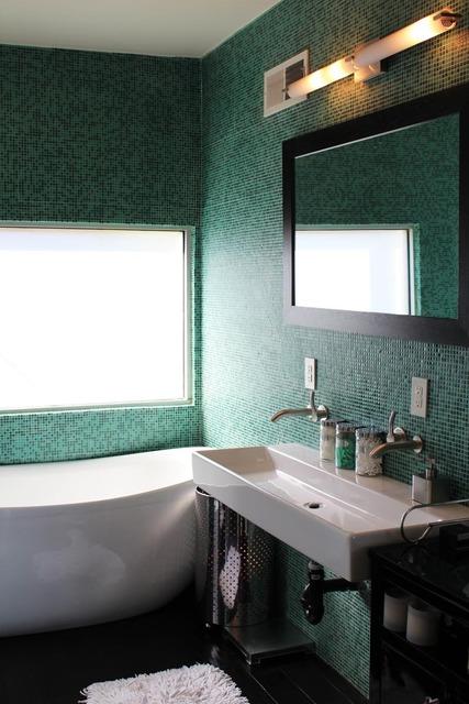 alexis bathroom
