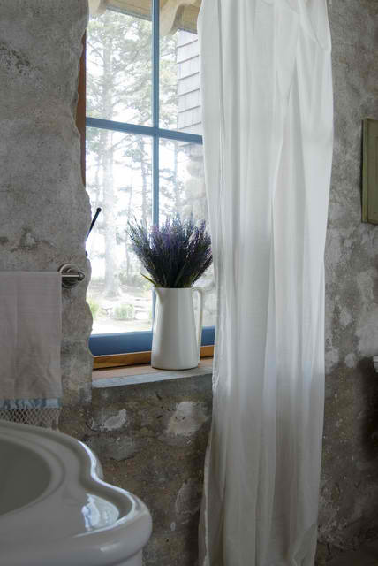cottage chic stone bathroom