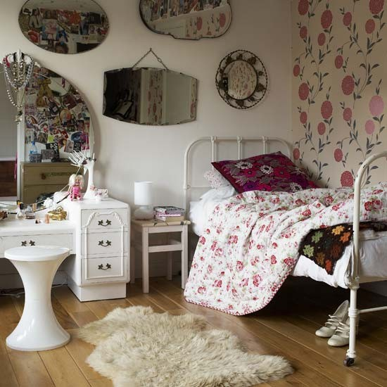 vintage bedroom wit mirrors
