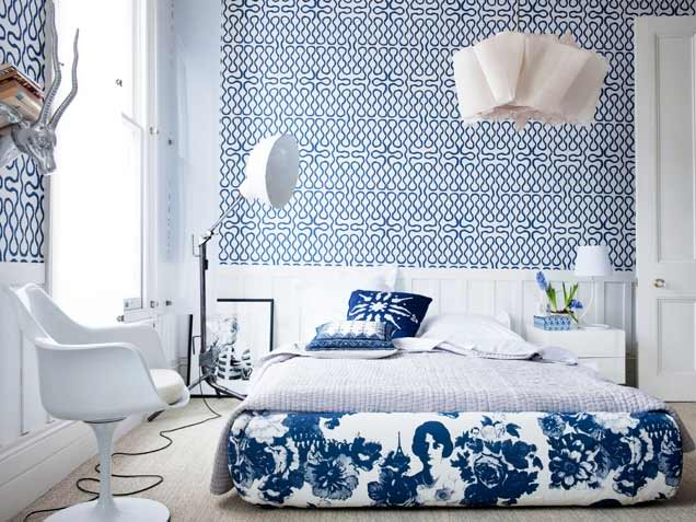 bedroom design ideas with bold modern wallpaper