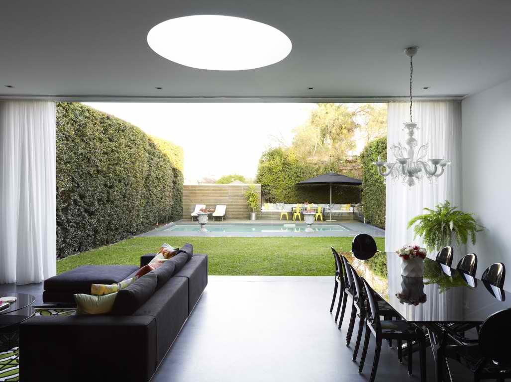 Modern interior design by greg natale decoholic for Home interior garden