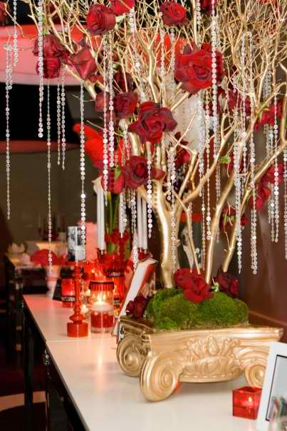 gorgeous crystal adorned tree Christmas centerpieces 19 ideas