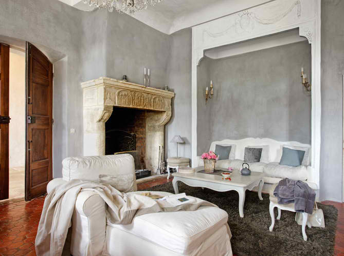 Beautiful shabby chic house in provencal decoholic for Maison de provence decoration