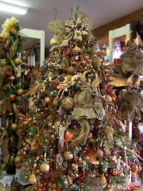 37 inspiring christmas tree decorating ideas decoholic for Angel christmas tree decoration