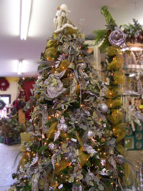 christmas 20 tree decorating ideas - White Christmas Tree With Gold Decorations