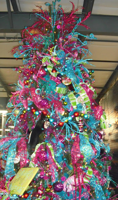 christmas tree decorating ideas 35 - Pink Christmas Tree Decorations