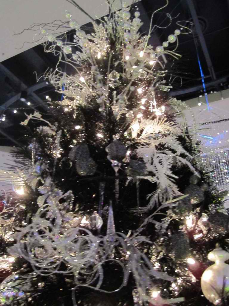 christmas tree decorating ideas 37 - Feather Christmas Tree Decorations