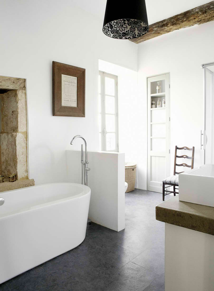 18th century manor house in dordogne france decoholic for Images of country bathrooms