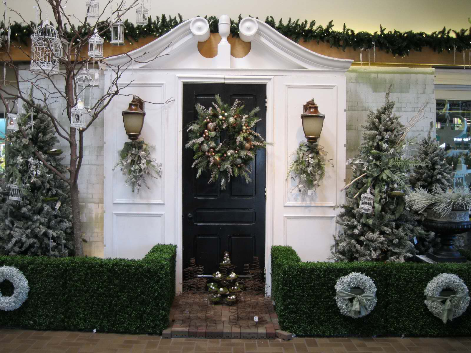 christmas decorations for the entrance 19 - Exterior Christmas Decorating Ideas