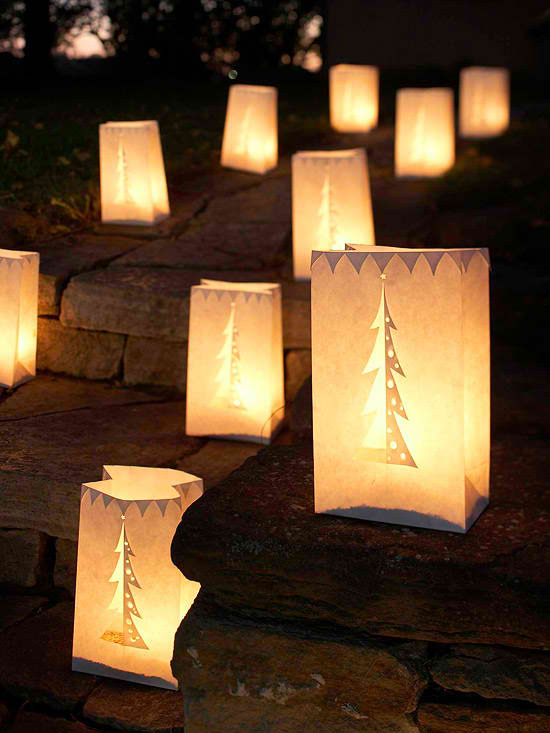30 outdoor christmas decorations decoholic for Simple outside christmas lights ideas