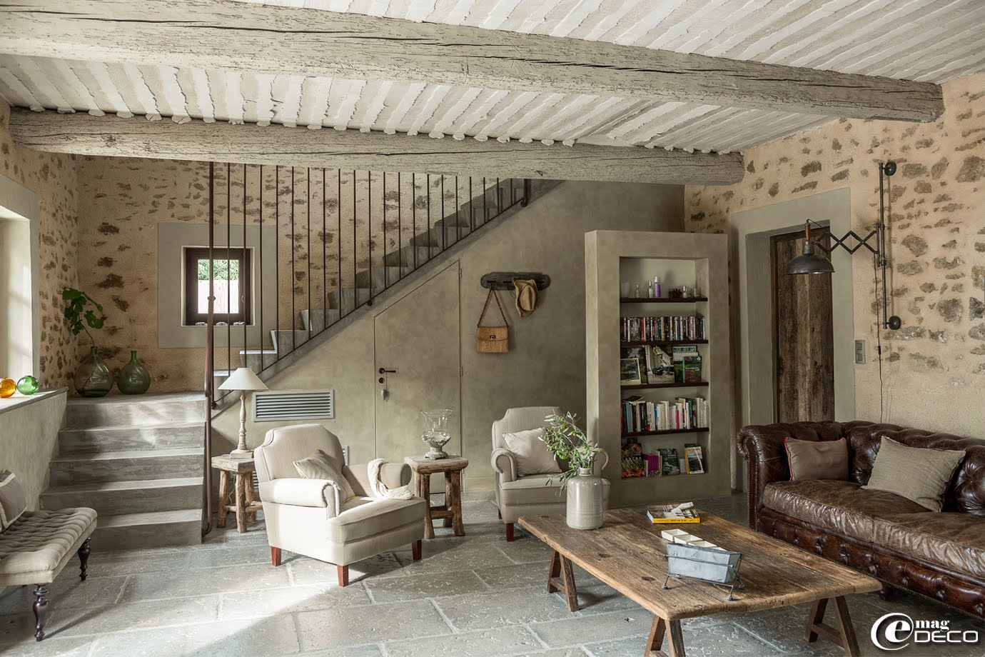 Old barn turned into a charming bergerie decoholic for Decor interieur de salon