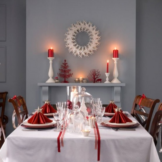 red decor and napkins