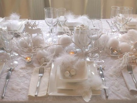 65 adorable christmas table decorations decoholic - Idee deco table noir et blanc ...