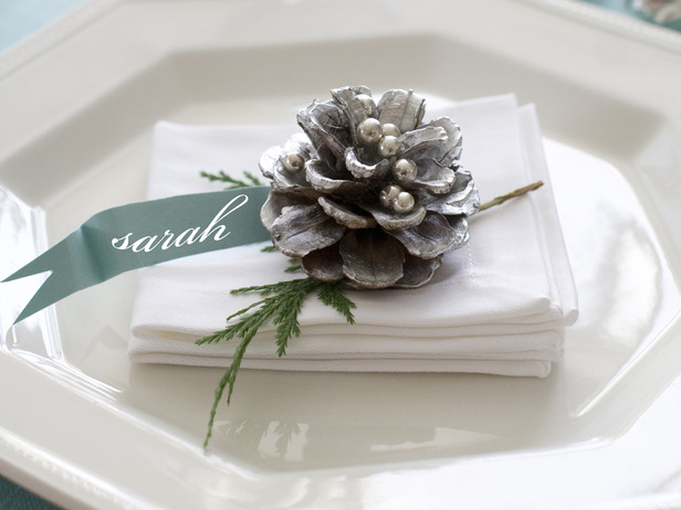 Christmas plates with pinecones