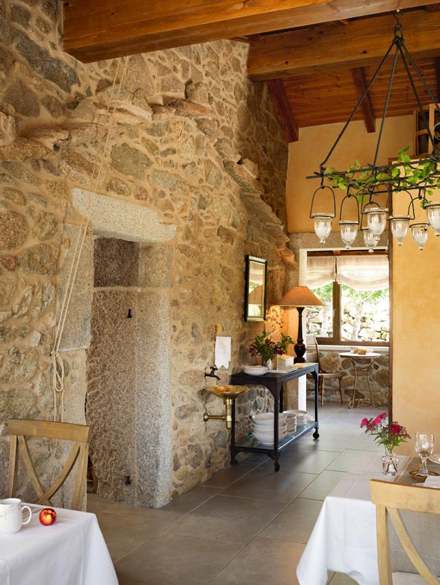 Lugar Do Cotariño Rustic stone 4 interiors