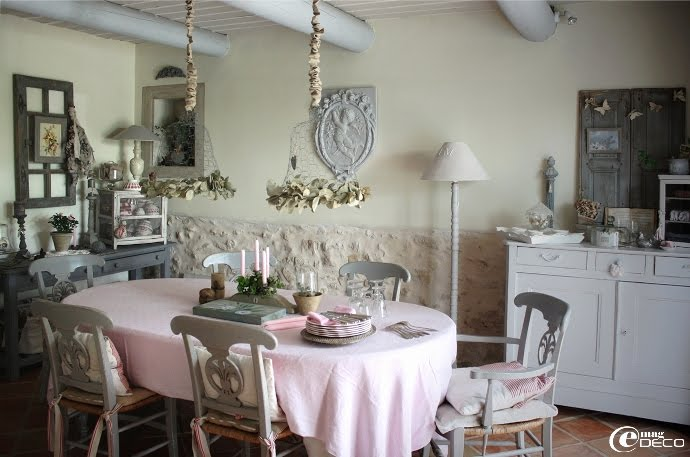 Dream shabby chic house in france decoholic for La salle manger salon de provence