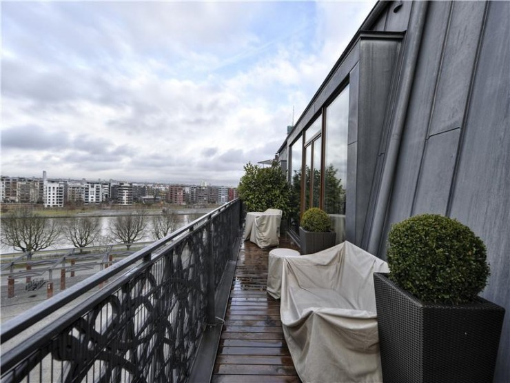 Amazing Penthouse 13 exterior with river view